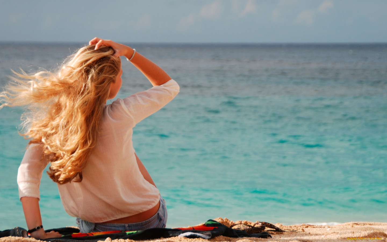 Девушка со спины фото картинка на море